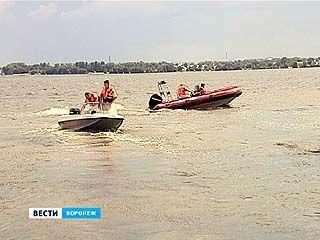 Воронежские спасатели провели тренировку на воде по задержанию нарушителя