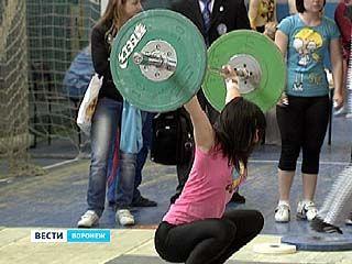 Воронежские тяжелоатлетки показали результаты лучшие, чем юноши
