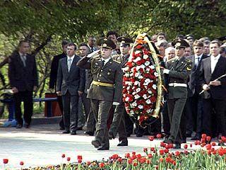 Воронежские ветераны возложили венки к могиле Неизвестного солдата