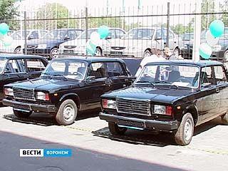 Воронежцам, получившим травмы на производстве, вручили автомобили