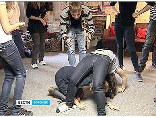 Воронежцев лечили от осенней хандры при помощи актерской игры