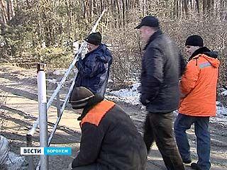 Воронежцы баррикадируют дворы - мэрия выходит с автогеном