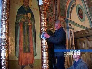 Воспитанники Бобровской колонии помогали подготовить храм к Пасхе