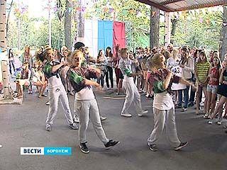 Воспитанники детских лагерей готовились к танцевальному турниру нон-стоп
