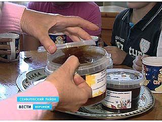 Воспитанники Семилукской школы-интерната получили в подарок 60 килограммов мёда