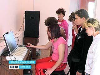Воспитанницы Поворинского психоневрологического интерната общаются по скайпу