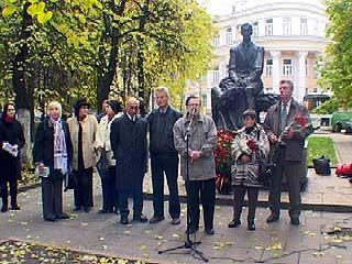 Возле памятника Ивану Бунину пройдет литературный митинг