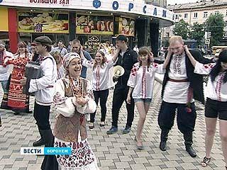 Впервые в Воронеже и во всей стране прошел марш в вышитых рубашках