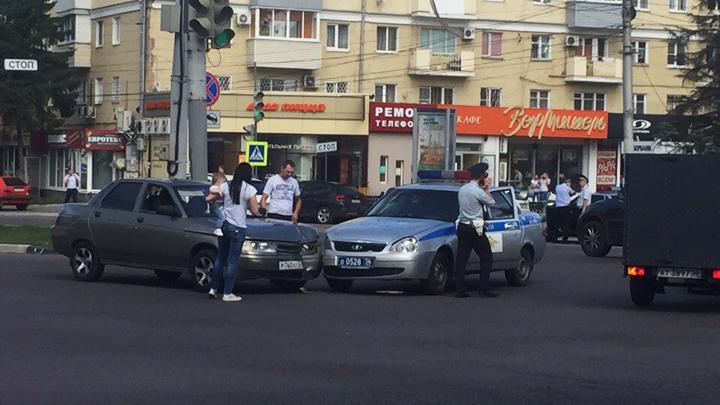 Машина ГИБДД попала в аварию в центре Воронежа