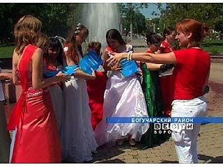 Выпускники Богучарской школы-интерната получили необычные подарки
