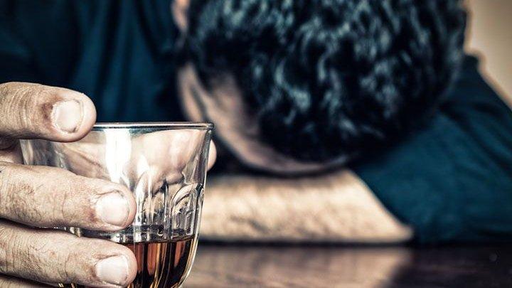Двое жителей Воронежской области отравились алкоголем в Адыгее