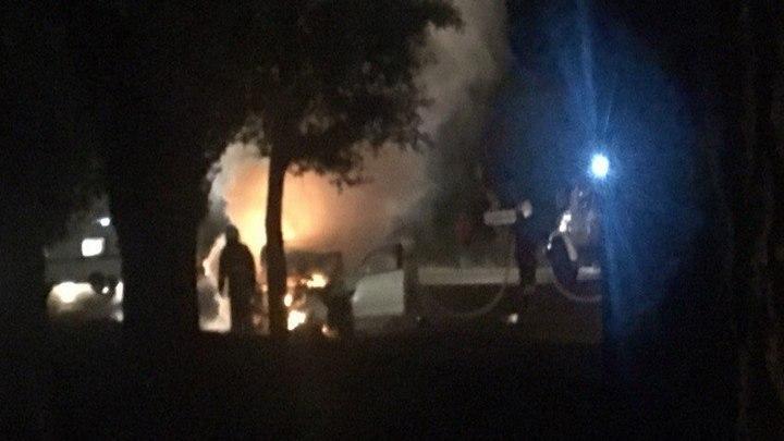 В Воронеже иномарка сгорела после ДТП с экскаватором: водитель умер в больнице