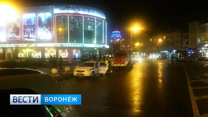 Очевидцы: из-за угрозы теракта в Воронеже эвакуировали кинотеатр и бизнес-центр