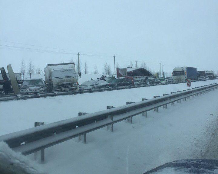 Очевидцы: Под Воронежем массовая авария с участием 30 авто – движение парализовано