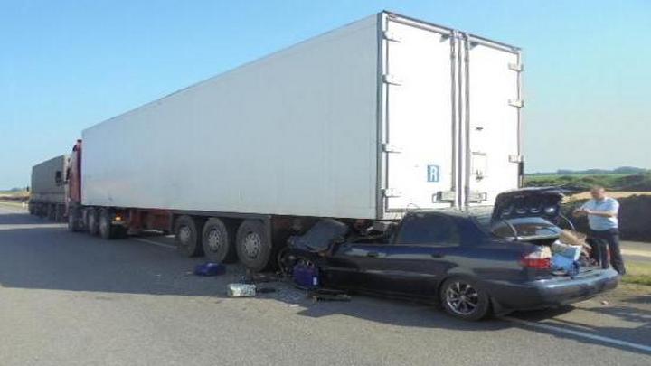 На воронежской трассе в ДТП с грузовиком погибли два человека