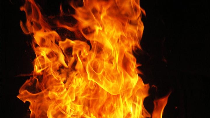 В Воронеже женщина забыла в горящей квартире годовалую дочь
