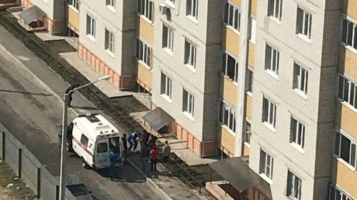 В Воронеже 2-летняя девочка выпала из окна 8 этажа
