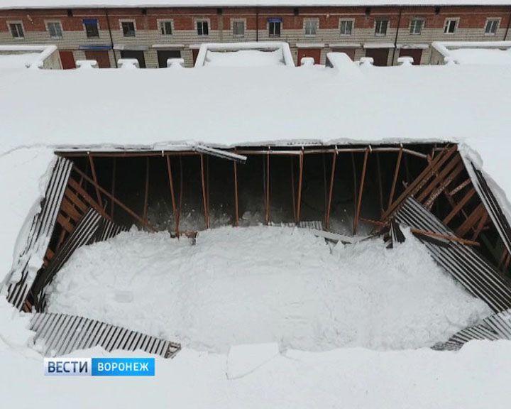 В гаражном кооперативе Воронежа ничего не знают об огромной дыре в крыше, а обвал называют лишь «слухом»