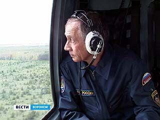 За лесными массивами сотрудники МЧС теперь наблюдают с вертолетов