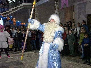 За новогодние праздники Дед Мороз и Снегурочка теряют по 5 кг