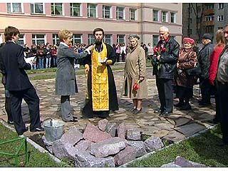 Заложили камень памяти учителям и ученикам школы ╧5, погибшим на войне