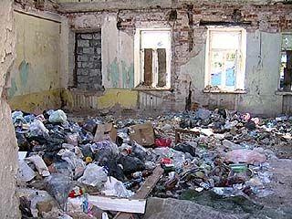 Здание на Среднемосковской превратилось в общественный туалет