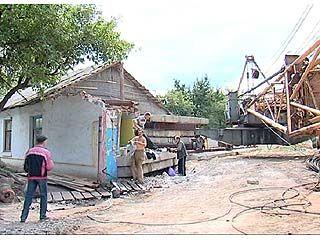 Жильцы одного из домов на улице Чапаева живут на стройке многоэтажки