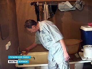 Житель Репьевского района обратился в управляющую компанию за помощью, а остался без воды