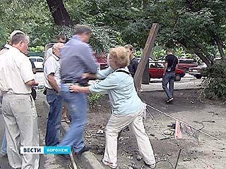 """Жители 42-го дома на улице 9 января против рынка """"Кольцовский"""""""