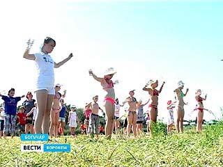 Жители Богучара полюбили зарядку и приходят на неё - на центральный пляж