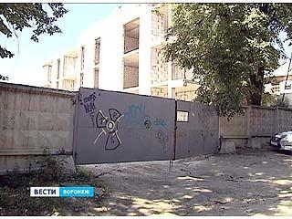 """Жители частного сектора на Рабкоровской улице """"воюют"""" со стройкой"""