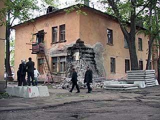 """Жители """"дома"""" на Ленинградской остаются с дыркой в стене, в тесноте и обиде"""