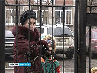 Жители дома на Циолковского поставили забор, который мешает прохожим