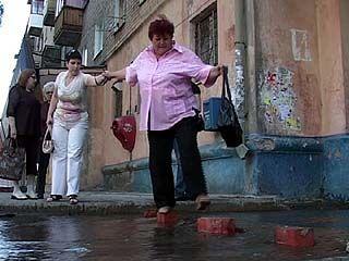 Жители Левобережного района все выходные боролись с потопом