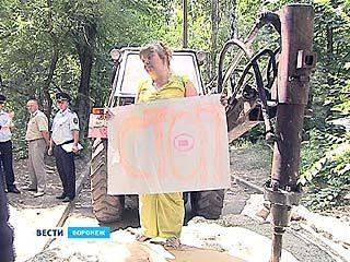 Жители нескольких домов спасали гору бетона на Беговой от представителей управы
