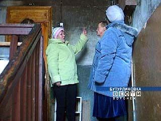 Жители одного из домов Бутурлиновки бояться обвалов