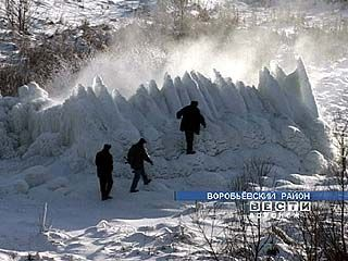 Зимние фонтаны возникли в Воробьевском районе