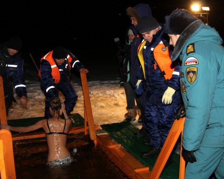 МЧС по Воронежской области распространило фото и видеоотчёт с мест крещенских купаний