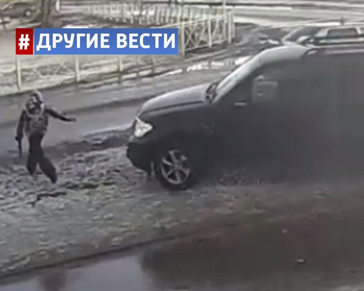 Под Петербургом автомобилист намеренно сбил ребёнка и заставил его стоять на коленях в снегу