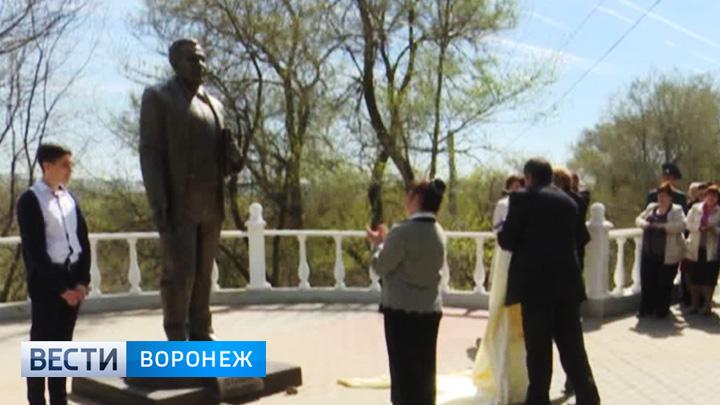 В Воронежской области состоялось открытие памятника поэту Валентину Сидорову