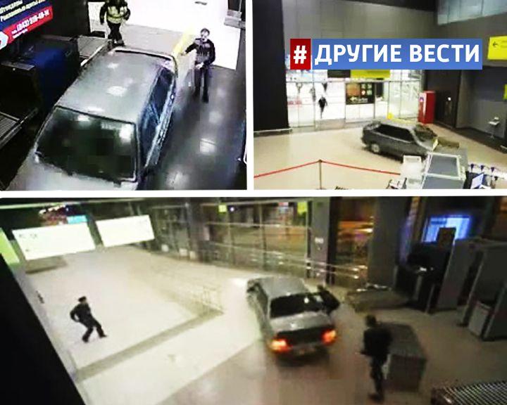 ВИДЕО: В здании казанского аэропорта сотрудники ДПС ловили пьяного водителя на легковушке
