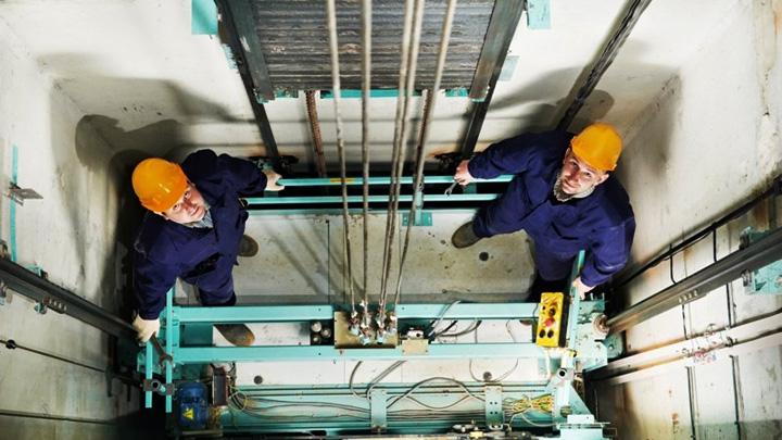 К концу года в Воронежской области обновят более 120 лифтов