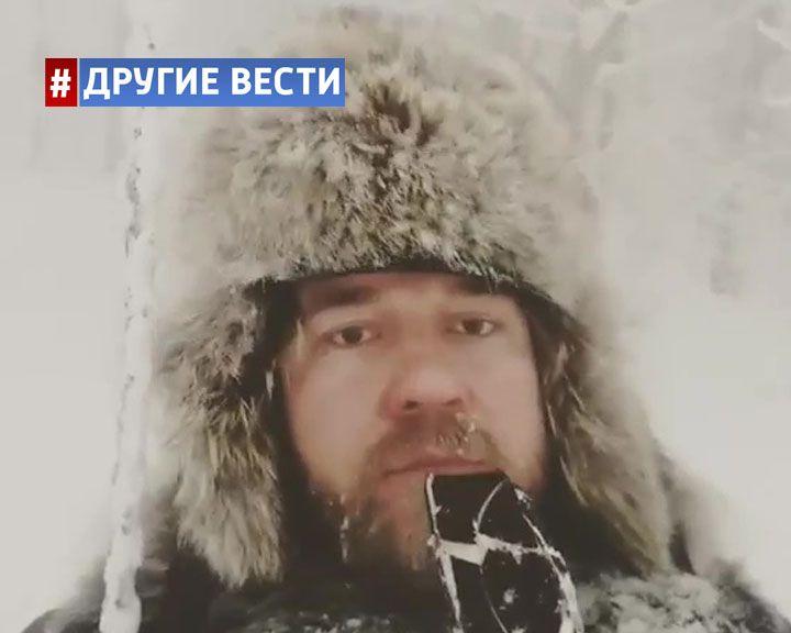 ВИДЕО: Житель Сургута в минус 50 ест мороженое и качается на качелях