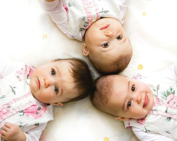 Какие субсидии положены семьям, воспитывающим тройняшек