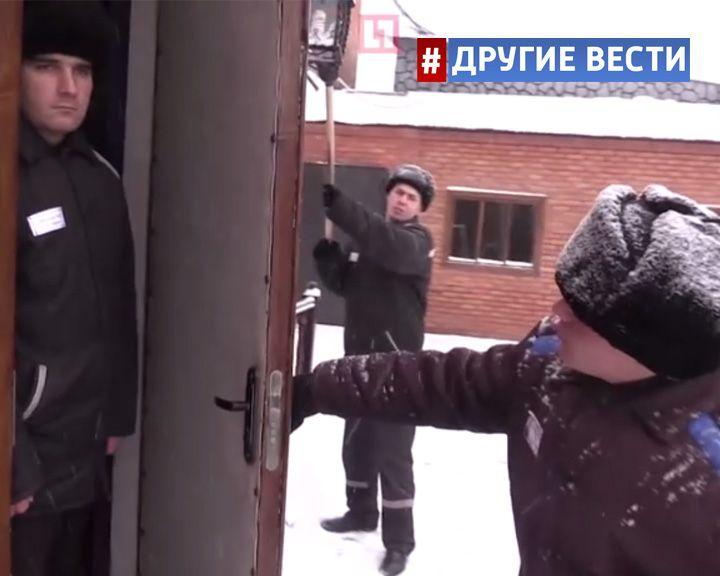 ВИДЕО: Заключённые омской колонии присоединились к «Манекен челлендж»