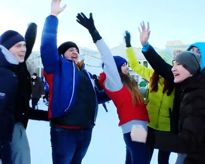 День российских студенческих отрядов ВСО отметили субботником и ледовой дискотекой