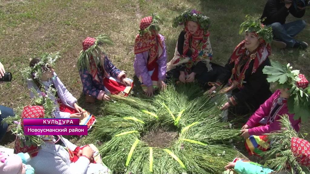 Фестиваль «На Троицу», «Девочка с цветами» и рыцарский Данбург от воронежских реконструкторов