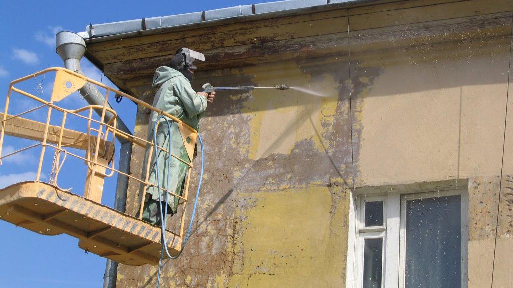 Летний ремонт жилья. Как отстоять свои права, если работы выполнены некачественно?